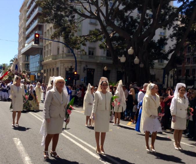Damas de mantilla. Semana Santa Alicante 2014.