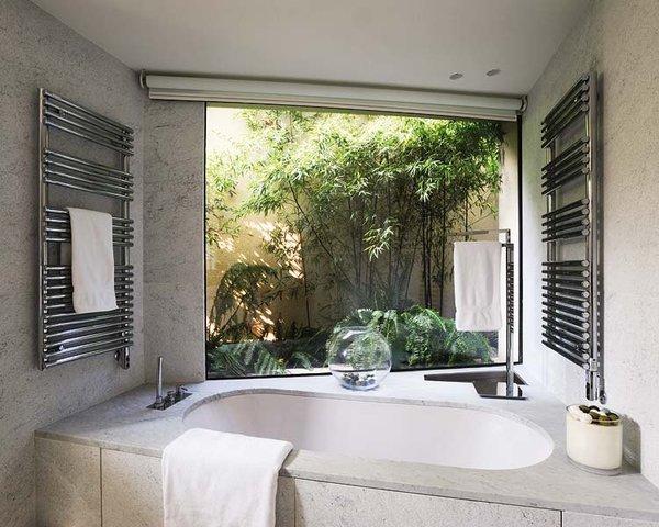 Baño con vista al jardin ~ dikidu.com