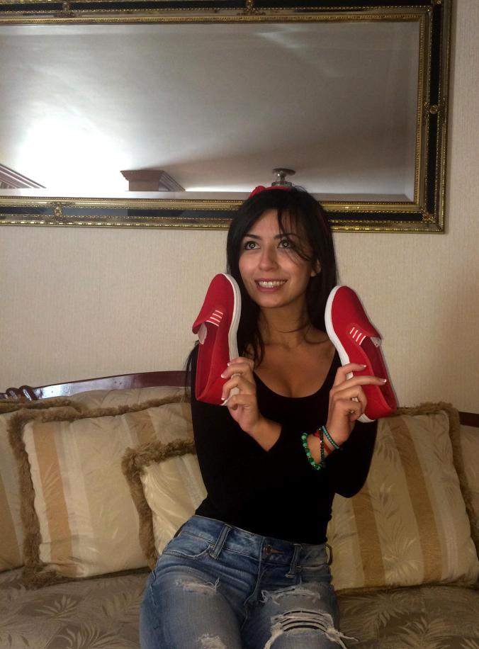 Slippers de Mirage. Look con zapatos rojos, american eagle