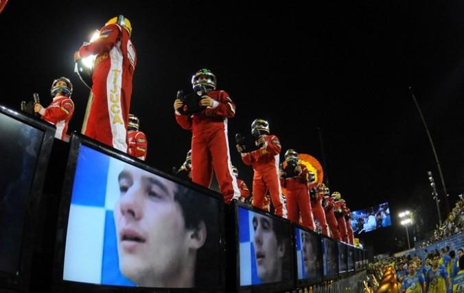"""Escuela de samba """"Unidos da Tajuca"""" 2014 comissão de frente. Homenagem Ayrton Senna."""