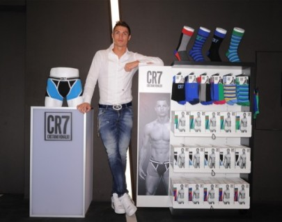 800x630xcristiano-ronaldo-cr7-global-launch-004.jpg.pagespeed.ic_.HbLwjO9_-m-e1383562510517