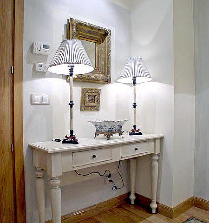 También en los muebles se aplican decapados y veladuras de diferentes