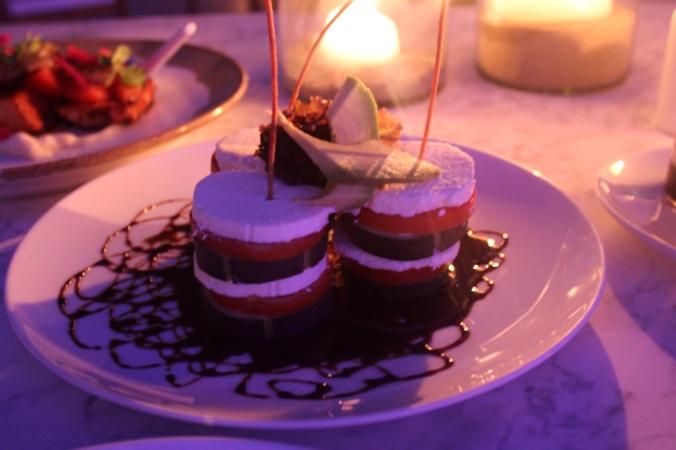 Cena en Origen (Hotel Encanto - Acapulco) by Eduardo Blass