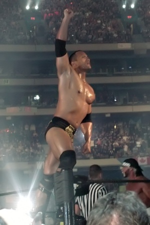 WWE RAW THE ROCK REGRESA 2011