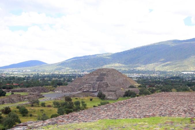 Pirámide de la Luna. Destino: Pirámides de Teotihuacán - México